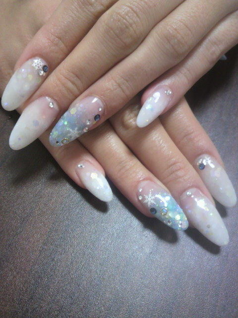冬ネイル雪の結晶水色白グラデ / nail*manax のネイル , ネイル